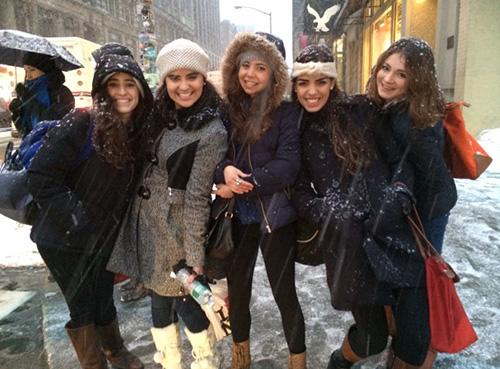 5 girls outside