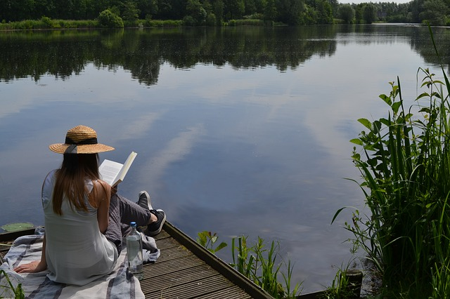 Girl_Reading_Lake.jpg