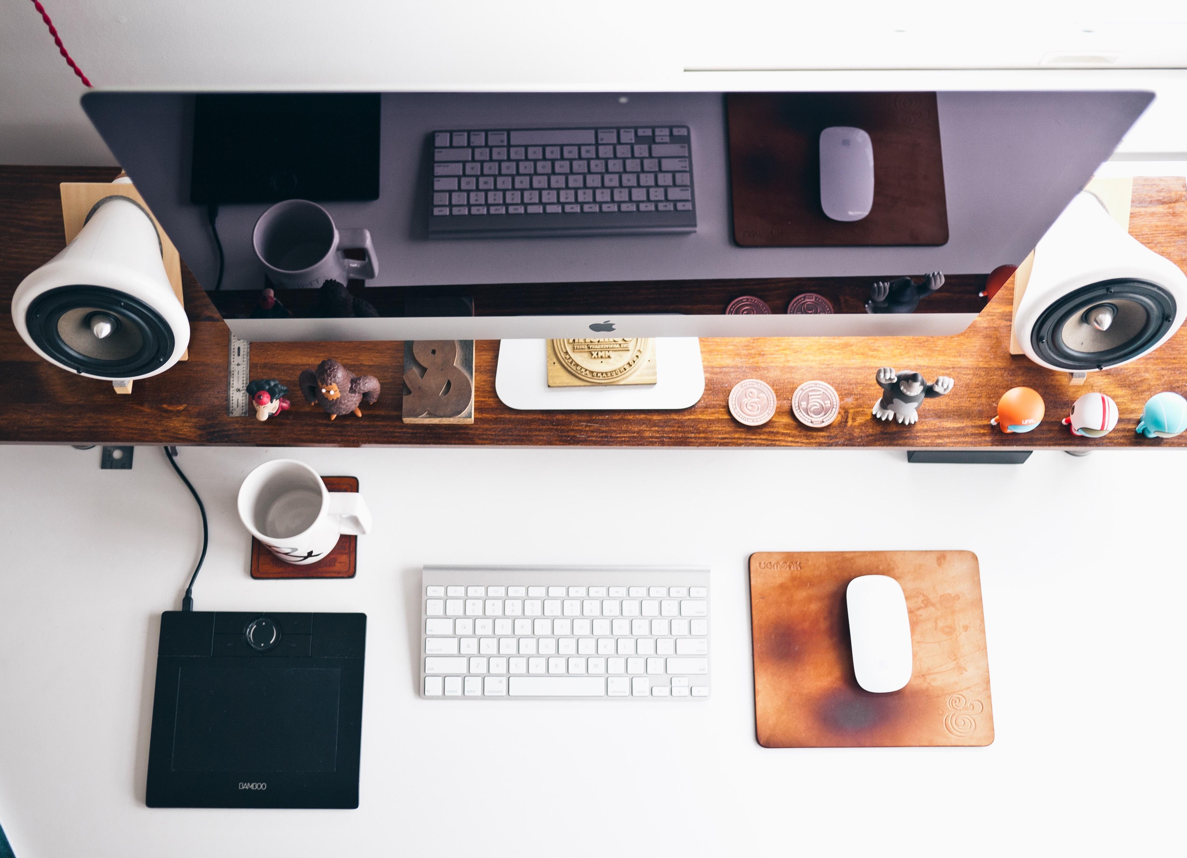 apple-desk-designer-display.jpg