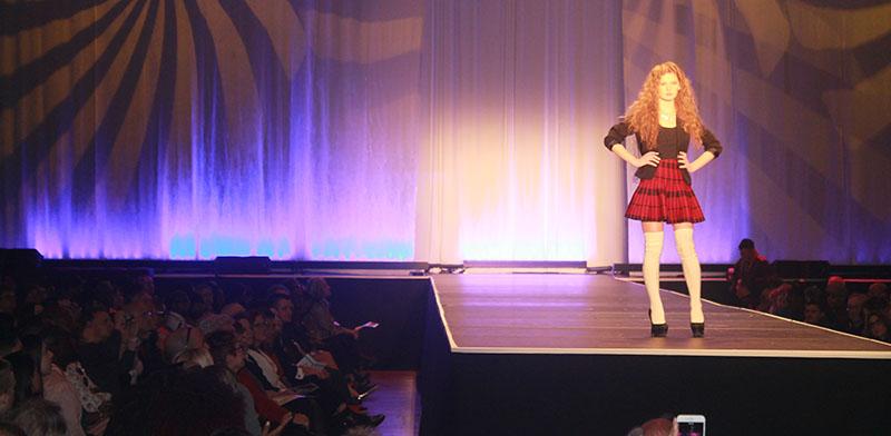 Red_Haired_Model_in_Skirt